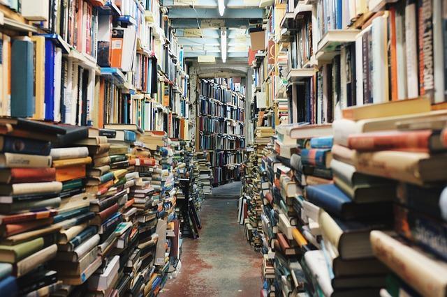 Ένα συνηθισμένο πρόβλημα στο βιβλιοπωλείο και ιδιαίτερα στο παλαιοβιβλιοπωλείο, είναι η έλλειψη χώρου...