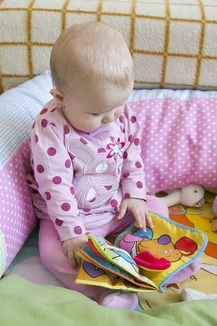 Τα πάνινα βιβλία, αν και ακριβότερα, είναι ασφαλή και αποτελούν μία καλή εισαγωγή στήν ανάγνωση...