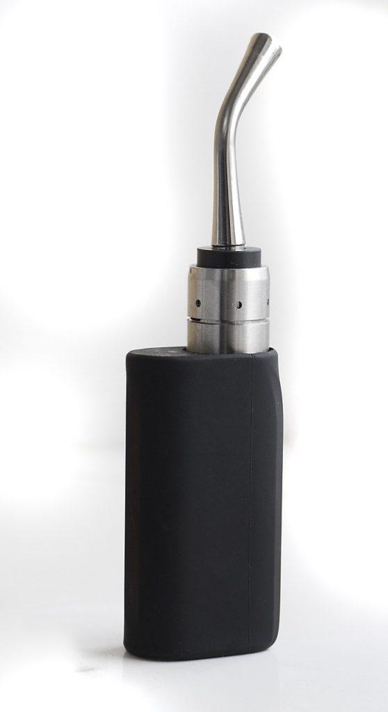 Οι διαφορές που βλέπετε στα μεγέθη τών ηλεκτρονικών τσιγάρων οφείλονται κυρίως στήν χωρητικότητα τής μπαταρίας, το μεγάλο μέγεθος σημαίνει και μεγαλύτερη αυτονομία..